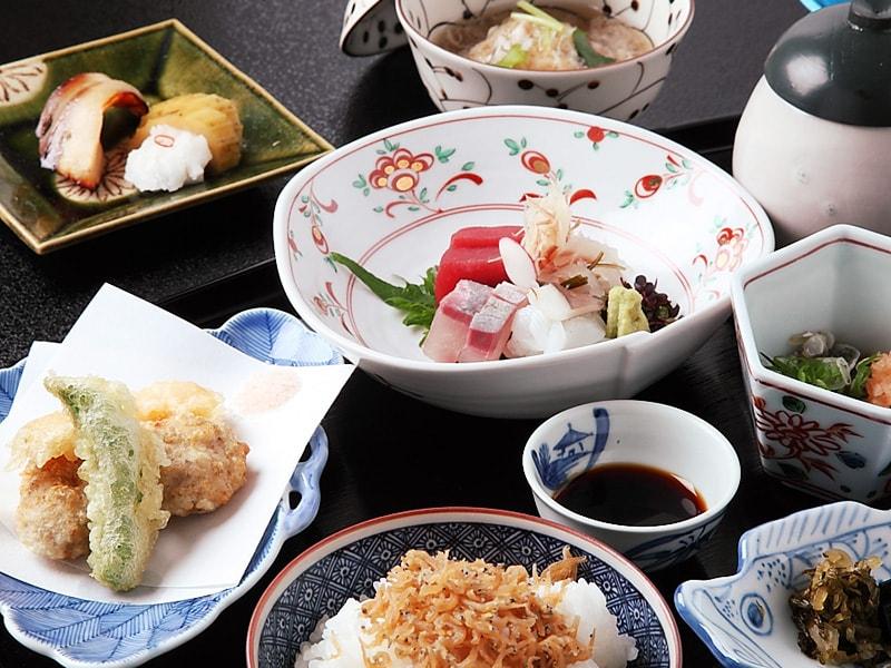 《お昼の御膳》ちょっと贅沢なランチ会に 『一汁七菜膳』